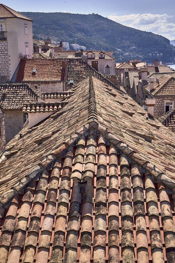 Telhados velhos da cidade de Dubrovnik do panorama Europa, Cro?cia fotos de stock royalty free