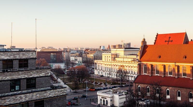 Telhados velhos da cidade no por do sol Europa, Polônia, Wroslaw imagem de stock royalty free