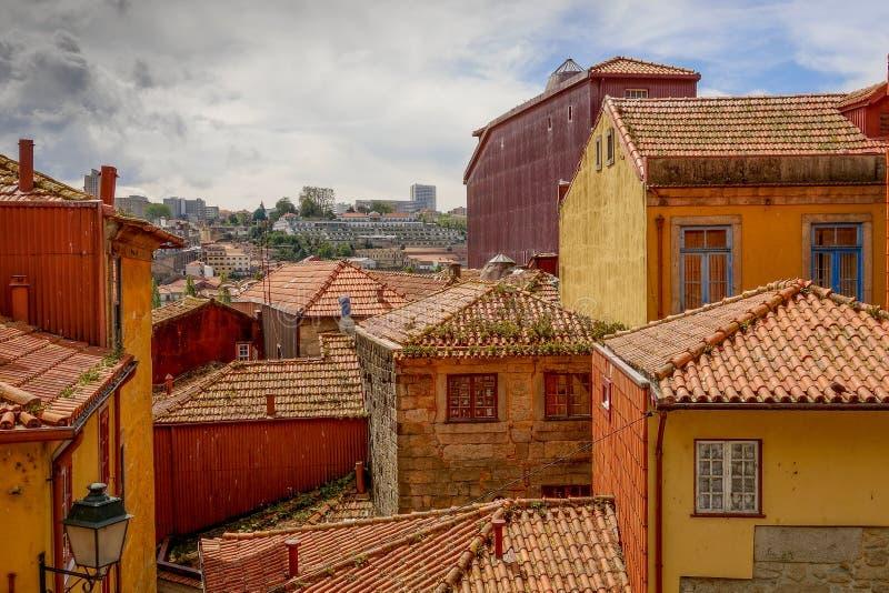 Telhados vermelhos da cidade velha, Porto, Portugal imagem de stock