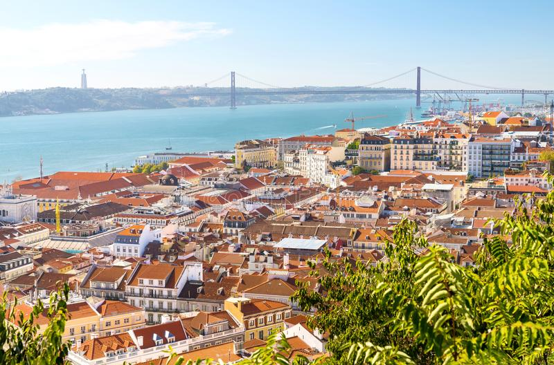 Telhados vermelhos de Lisboa, Portugal imagens de stock royalty free