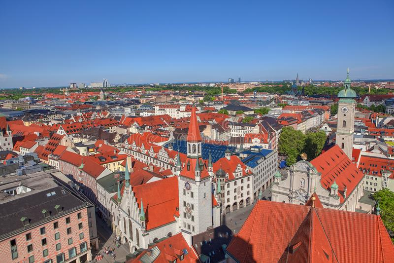 Telhados vermelhos de Munich imagens de stock royalty free