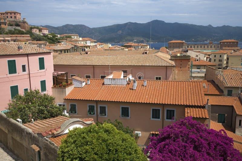 Telhados vermelhos de Portoferraio, província da telha de Livorno, na ilha da Ilha de Elba no arquipélago de Tuscan de Itália, Eu fotos de stock royalty free