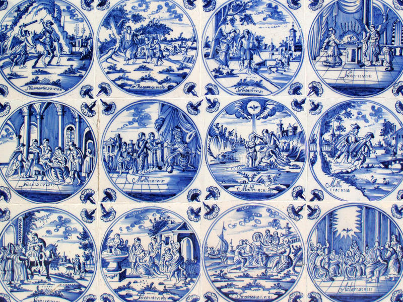 Telhas antigas da parede de Delft fotos de stock