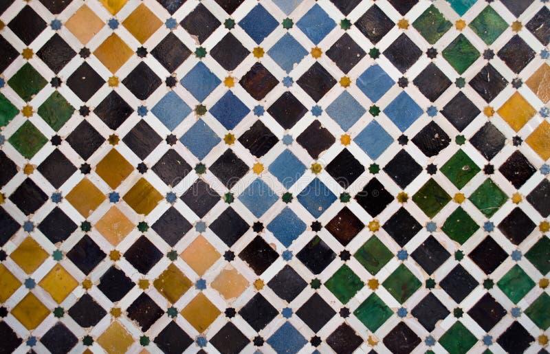 Telhas coloridas, estilo árabe, no Alhambra imagens de stock royalty free