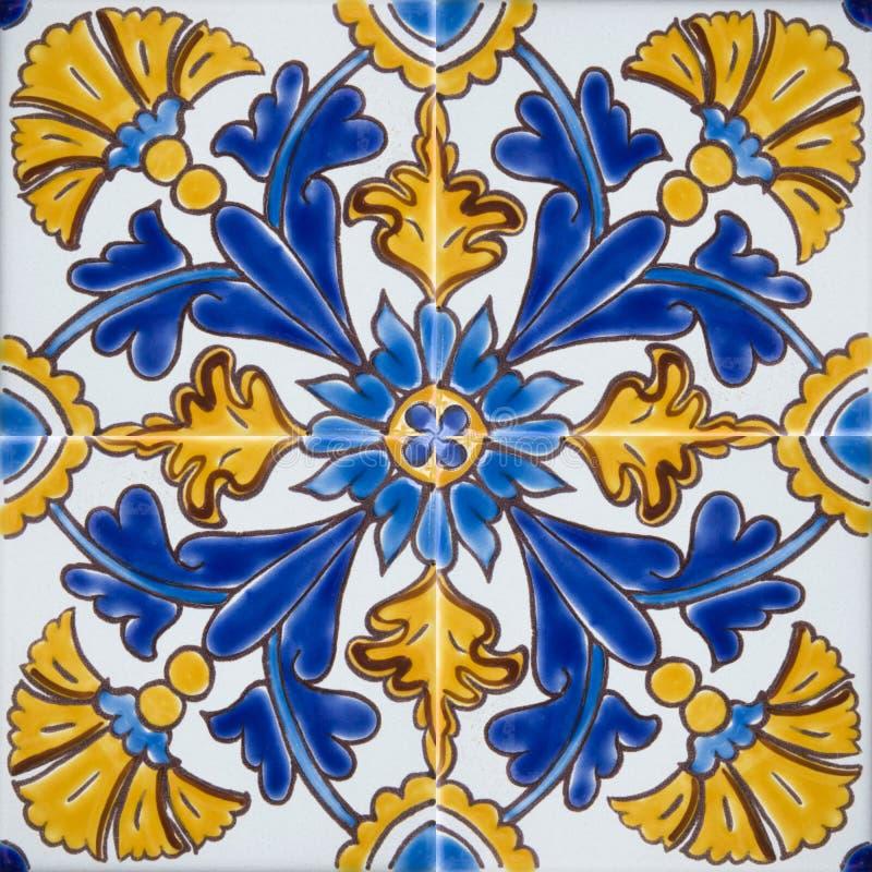 Telhas coloridas tradicionais de Malta fotos de stock