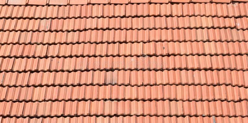 TELHAS DA PARTE SUPERIOR DE RED ROOF foto de stock