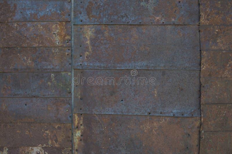 Telhas de aço no lado da mineração velha que constrói 2 imagens de stock