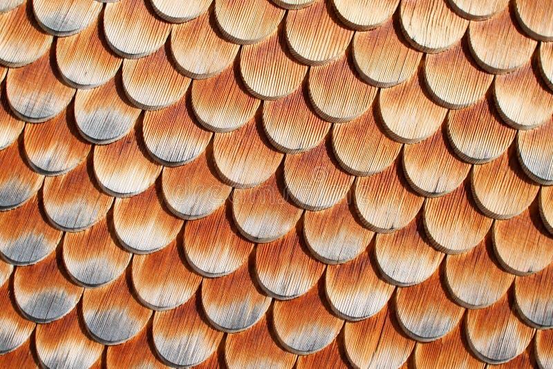Telhas de madeira na casa fotografia de stock
