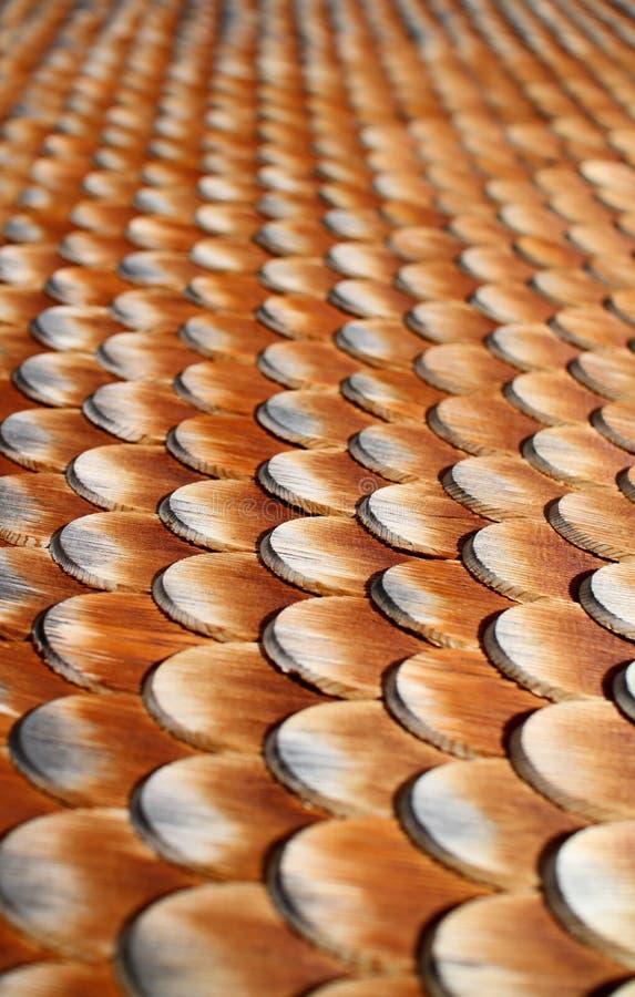 Telhas de madeira na casa foto de stock