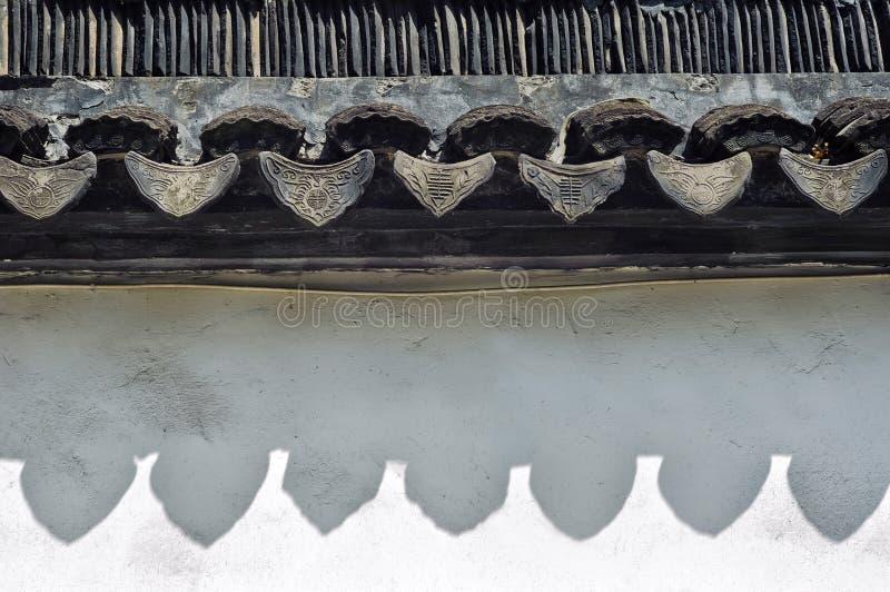 Telhas de telhado do chinês tradicional na cidade velha do ` s de Suzhou, província de Jiangsu, China imagem de stock