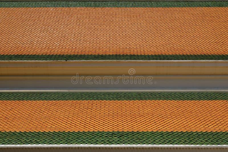 Telhas de telhado do templo tailandês foto de stock royalty free