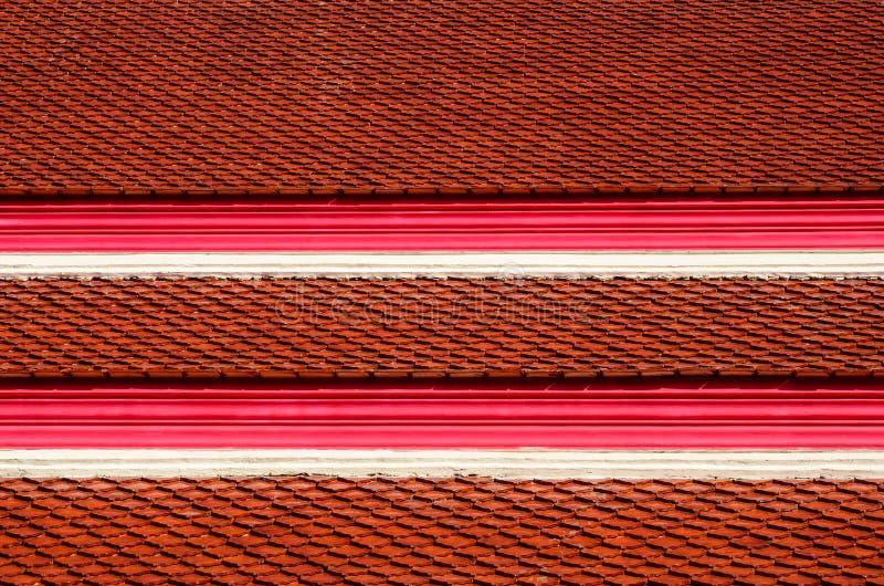 Telhas de telhado do templo tailandês fotografia de stock
