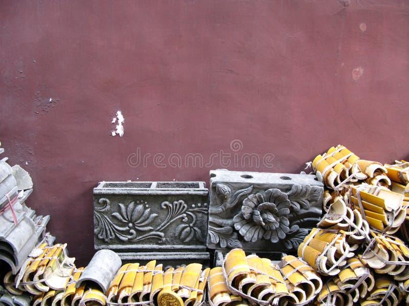 Telhas de telhado e blocos chineses do cimento foto de stock