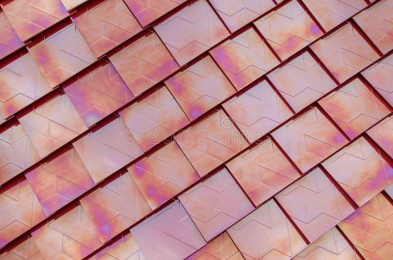 Telhas de telhado metalizadas vermelho imagem de stock royalty free
