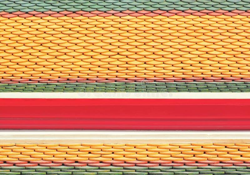Telhas de telhado novas do templo tailandês fotografia de stock
