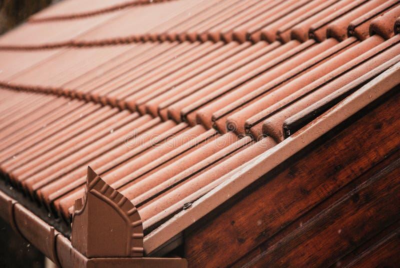 Telhas de telhado de uma construção nova imagens de stock royalty free