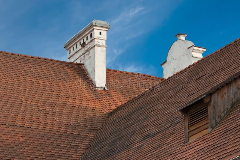 Telhas de telhado vermelhas velhas fotos de stock royalty free