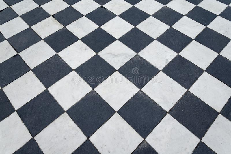 Telhas preto e branco Assoalho da xadrez imagens de stock
