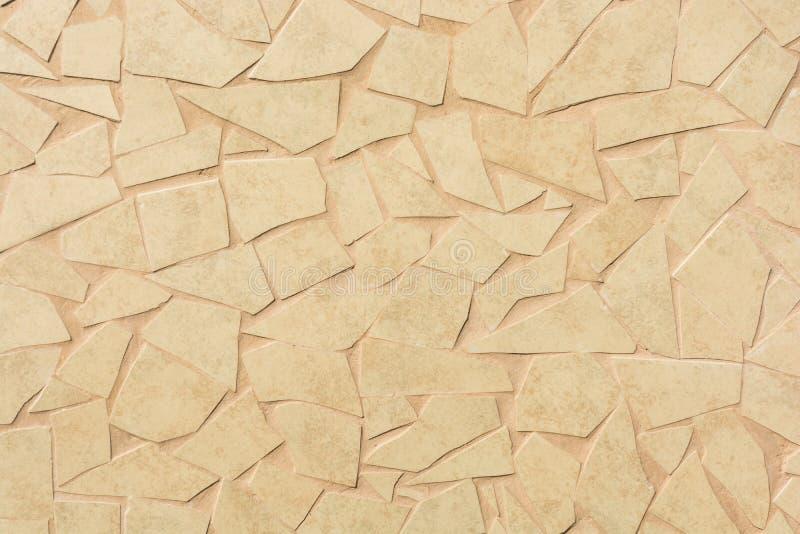 Telhas quebradas alaranjadas para o projeto mediterrâneo de uma parede fotos de stock royalty free