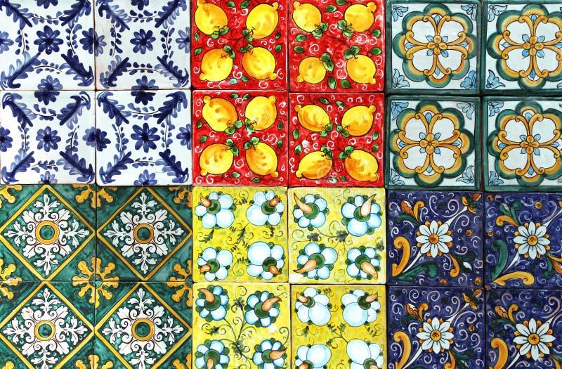 Telhas tradicionais, de Sicília fotos de stock royalty free