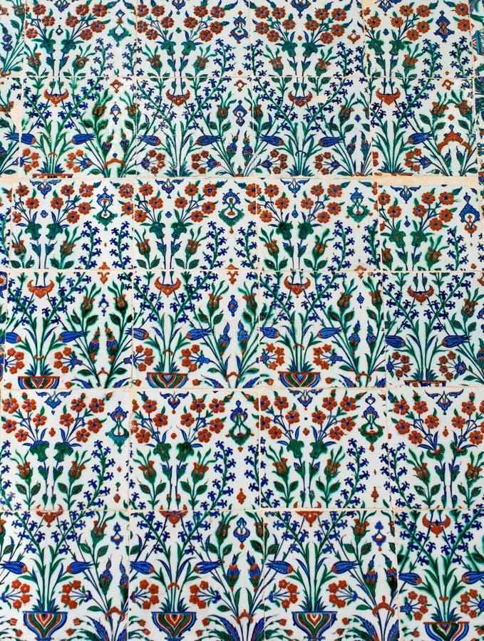 Download Telhas Turcas Feitos A Mão Do Tempo Antigo Do Otomano Imagem de Stock - Imagem de antique, telhado: 80100427