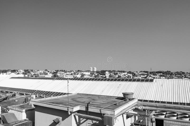 Telhe a vista onde pode observar a cidade de Campo grandioso fotos de stock royalty free
