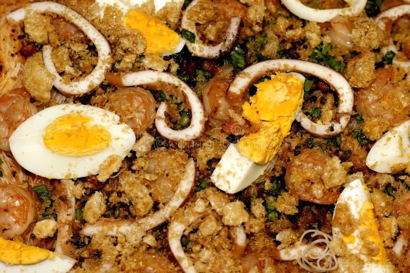 Teller-Nudel-Salat lizenzfreie stockbilder