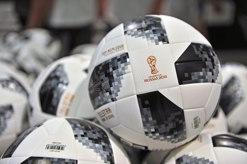 Telstar, mundial Rusia de la FIFA del funcionario 2018 bolas fotografía de archivo