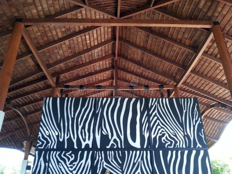 Tema africano da entrada do recurso, projeto da parede do teste padrão da zebra imagens de stock