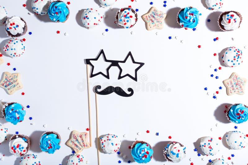 Tema americano di festa con i dessert immagini stock