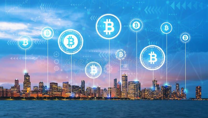 Tema de Bitcoin com Chicago do centro foto de stock