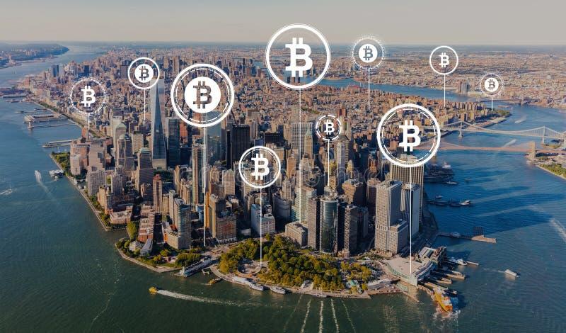 Tema de Bitcoin com vista aérea de Manhattan imagem de stock