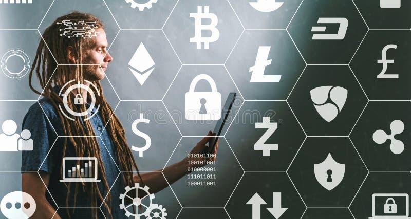 Tema de Cryptocurrency com o homem novo que usa a tabuleta fotografia de stock