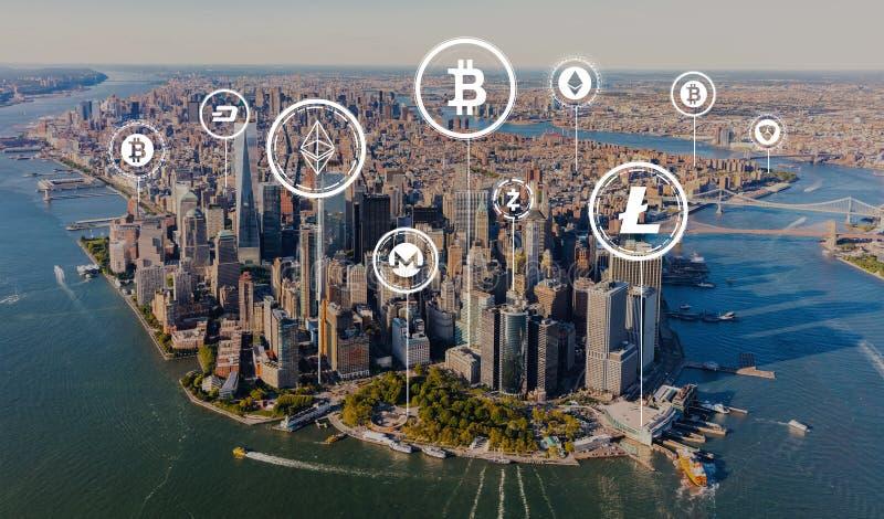 Tema de Cryptocurrency com vista aérea de Manhattan fotografia de stock