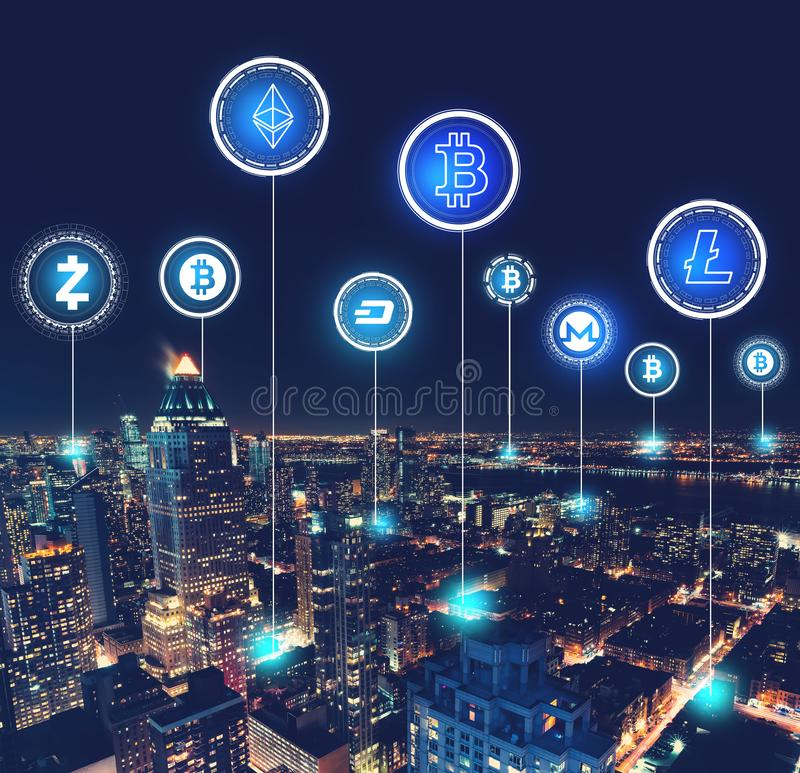 Tema de Cryptocurrency com vista aérea de Manhattan imagem de stock royalty free