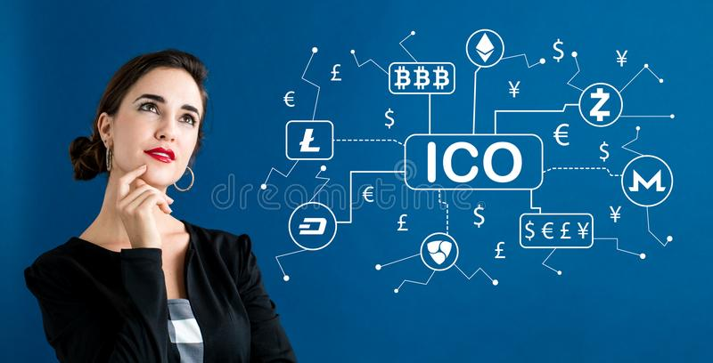 Tema de Cryptocurrency ICO con la mujer de negocios imagen de archivo