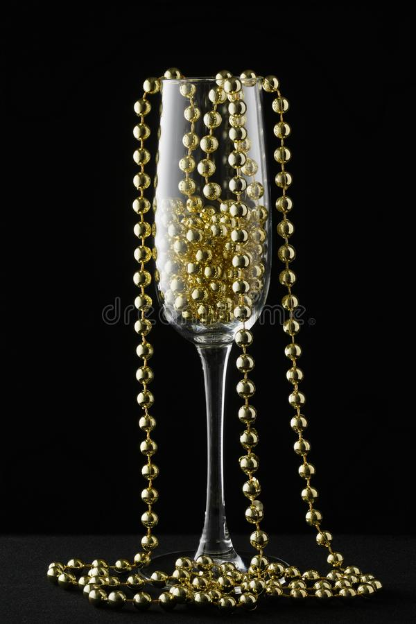 Tema de la celebración con la copa de vino del champán Feliz Año Nuevo fotos de archivo