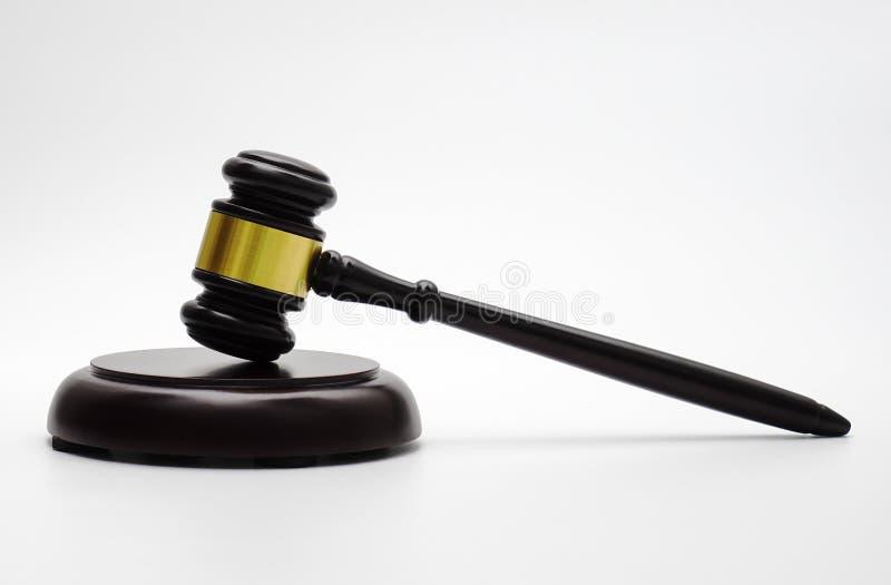 Tema de la ley, mazo del juez, escala de la justicia, reloj de arena, libro imagen de archivo libre de regalías