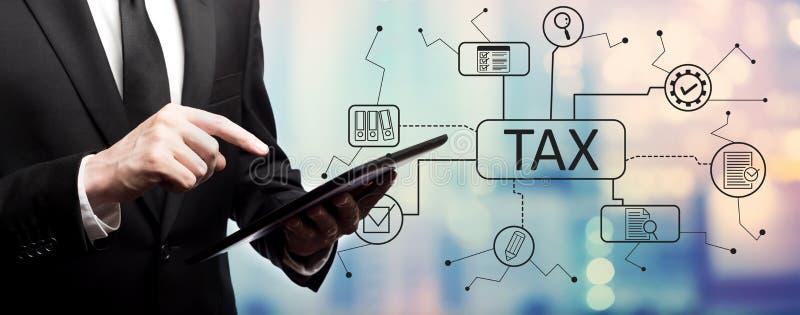 Tema del impuesto con el hombre de negocios imágenes de archivo libres de regalías