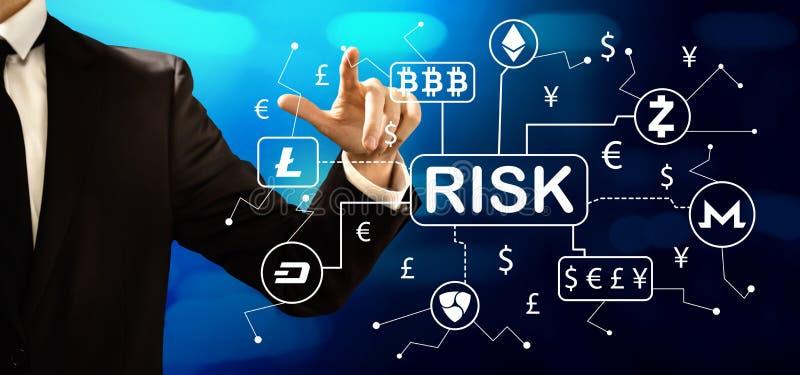 Tema del riesgo de Cryptocurrency con el hombre de negocios imágenes de archivo libres de regalías