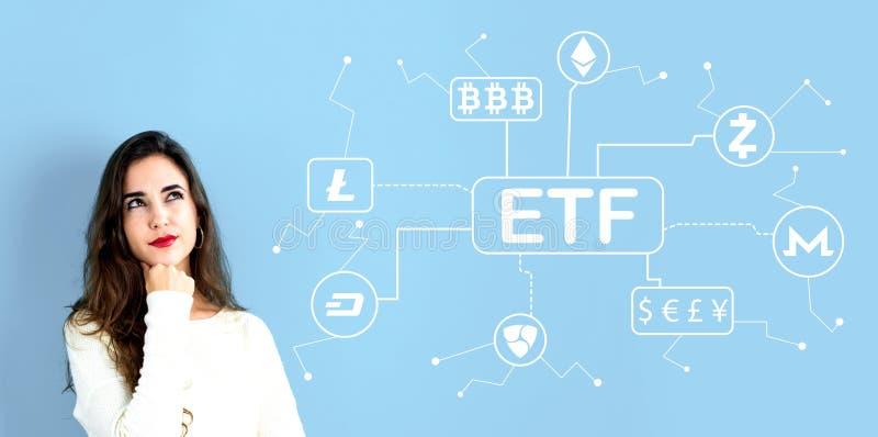 Tema di Cryptocurrency ETF con la giovane donna immagine stock libera da diritti