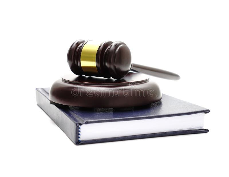 Tema di legge, maglio del giudice, scala della giustizia, clessidra, libro immagini stock libere da diritti
