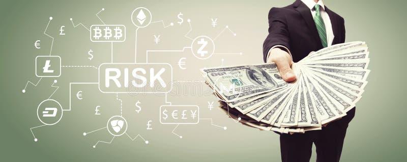 Tema do risco de Cryptocurrency ICO com o homem de negócio com dinheiro imagem de stock