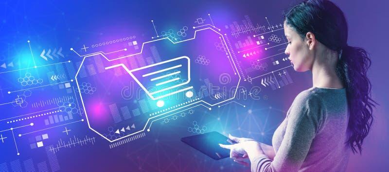 Tema en l?nea de las compras con la mujer que usa una tableta foto de archivo libre de regalías
