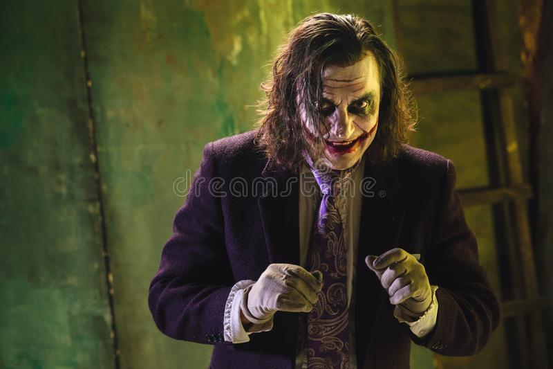 Tema sangriento de Halloween: cara loca del maniak imagenes de archivo