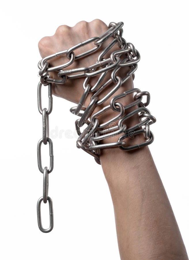 Tema sociale: le mani hanno legato una catena del metallo su un fondo bianco fotografia stock libera da diritti