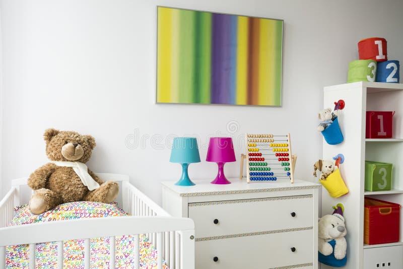 Temas do arco-íris na sala de criança imagens de stock royalty free