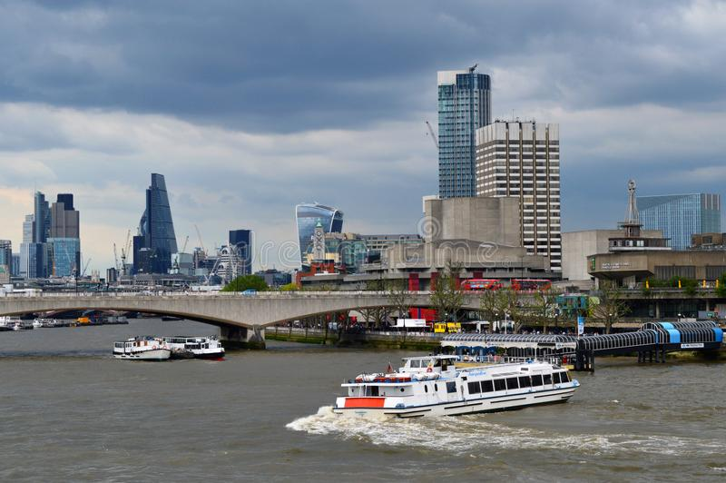 Tematy z łodzią i niebem fotografia royalty free