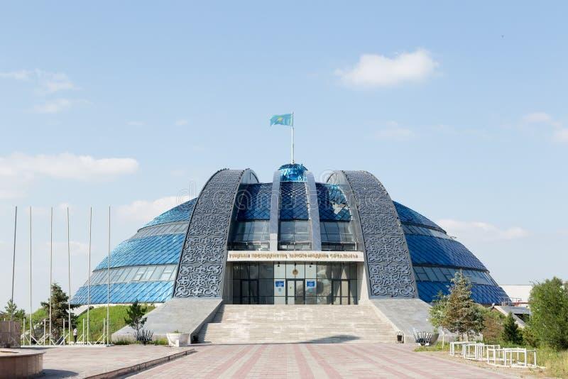 Temirtau, Kazajistán - 13 de agosto de 2016: Histórico y cultural foto de archivo