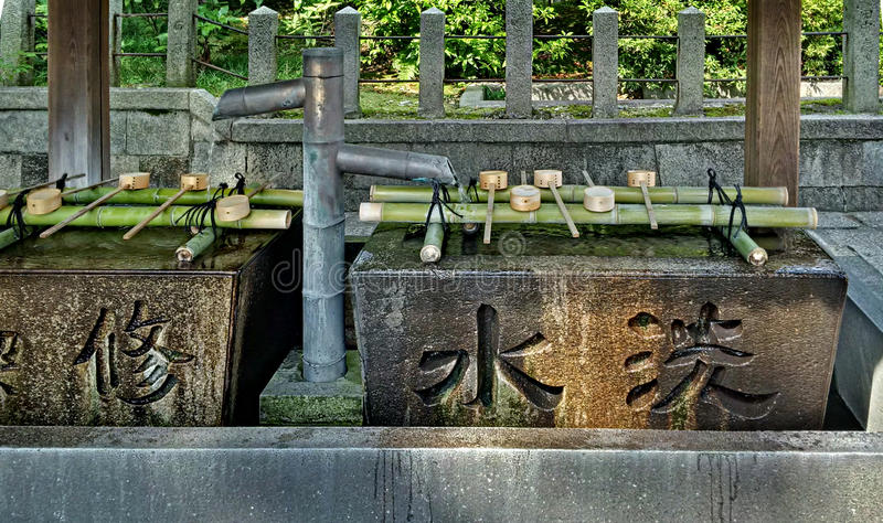 Temizuya στο ναό στοκ φωτογραφίες